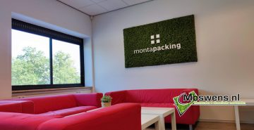 Moswand met logo monta packing